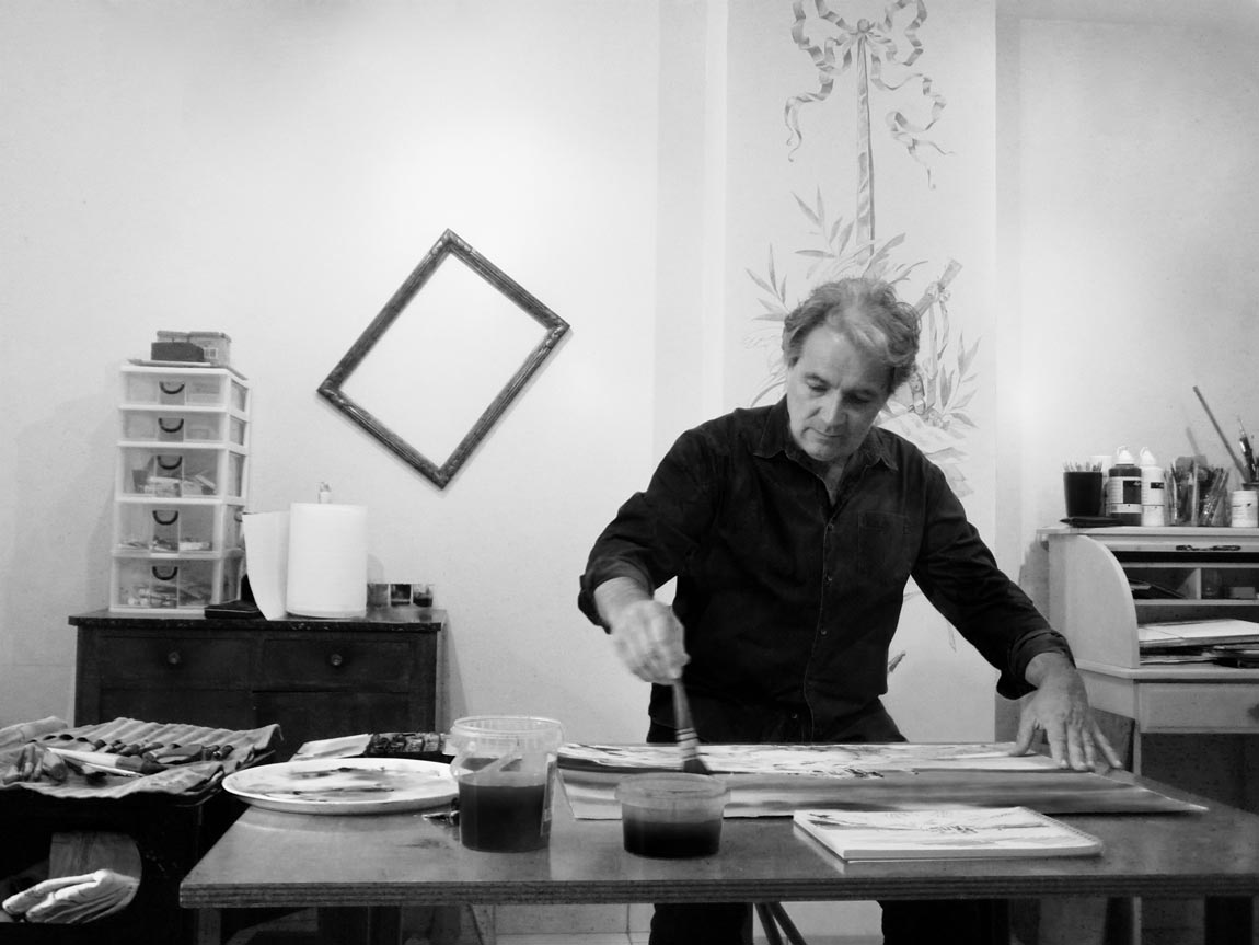 Patrick Amorsi dans son atelier d'aquarelles